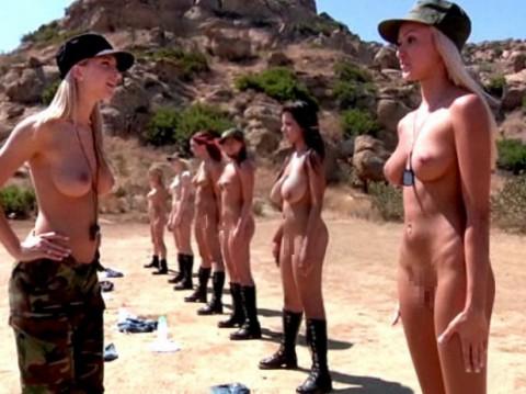 とある女性兵士たちの訓練の様子がエロすぎると話題に・・・(※画像有)・17枚目