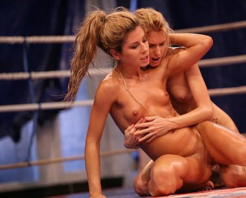 【中途半端】全裸プロレスとかいうチンコが微妙に反応する性競技wwwwwwwwwwwwwww(画像26枚)・17枚目
