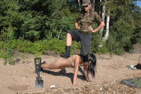 とある女性兵士たちの訓練の様子がエロすぎると話題に・・・(※画像有)・20枚目