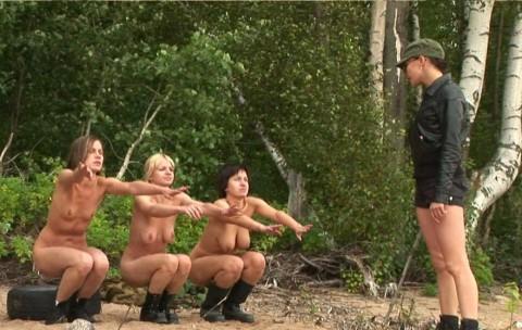 とある女性兵士たちの訓練の様子がエロすぎると話題に・・・(※画像有)・22枚目