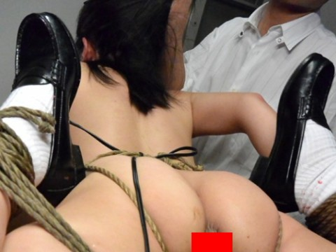 【閲覧注意】優等生女子が縛られて脱糞してるところとか見てまさか興奮しないよな・・・?(※画像あり)・1枚目