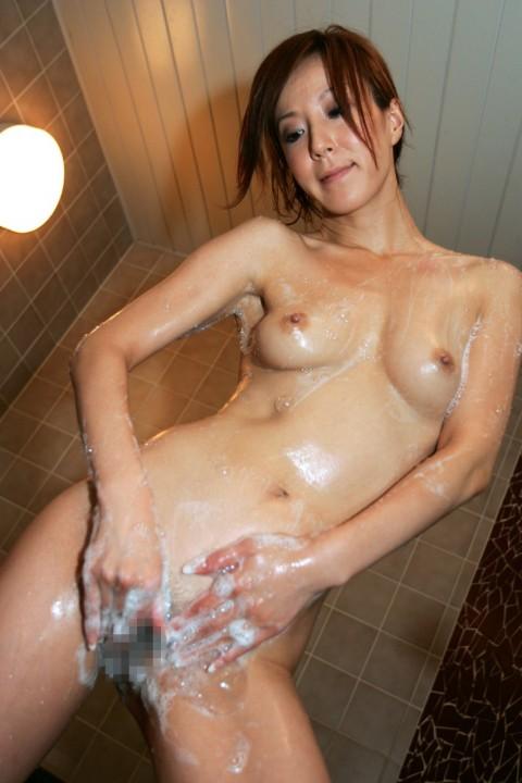 【画像】女性の風呂覗きたいけど覗けないので泡まみれ女子まとめてみた(24枚)・5枚目