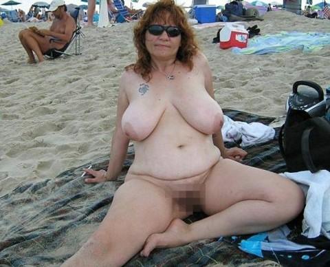 【画像24枚】ヌーディストビーチで全裸になってるポチャ女を貼ってくからアウトかセーフか判定してくれwwwwwwwwww・8枚目