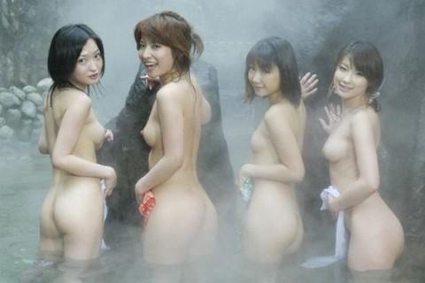 【※画像あり】女同士の温泉旅行あるある→おっぱいの大きさを確認し合うwwwwwwwwwwwww・23枚目