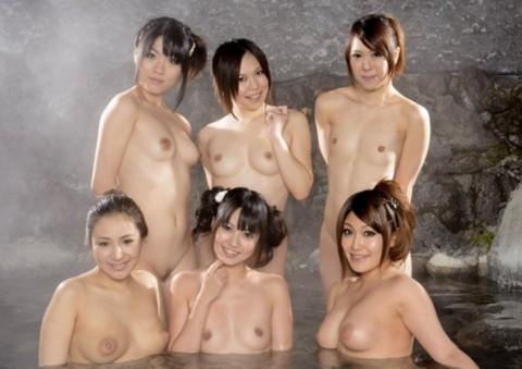 【※画像あり】女同士の温泉旅行あるある→おっぱいの大きさを確認し合うwwwwwwwwwwwww・7枚目