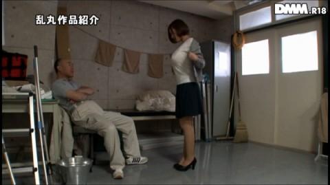 【屈辱】ホルスタインみたいな爆乳女性教師、用務員のオッサンに調教される・・・(※画像あり)・15枚目