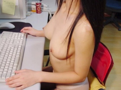 【画像】オフィスで働く女子社員見てムッツリ男子社員が想像してるイメージがこちらwwwwwwwwwwww(23枚)・1枚目