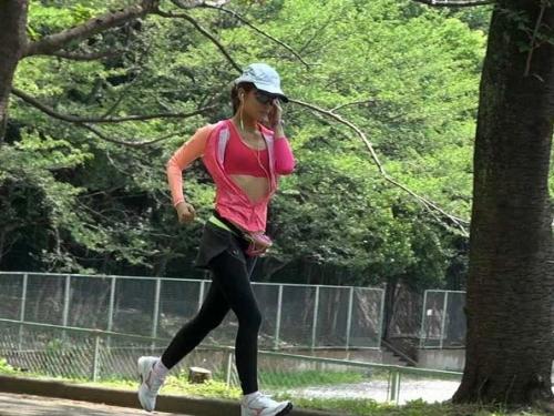 【下心あり】おやじたちがこぞってジョギング始める理由がこちら(画像20枚)・1枚目