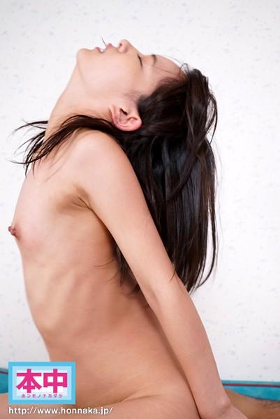【貧乳万歳】ペタンコ過ぎてセックス中にひたすら乳首を摘ままれる女wwwwwwwwwwwwwww(※画像あり)・7枚目