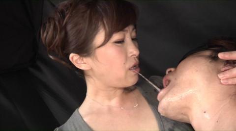 美しい女性の唾液が飲めるってだけで幸せwwwwwwwっておっさん・・(※画像あり)・6枚目