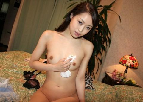 【切ない】セックス後に精液を自分で拭き取る女の姿・・・・・(画像あり)・12枚目