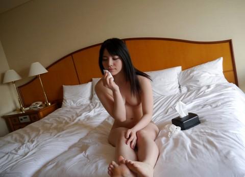 【切ない】セックス後に精液を自分で拭き取る女の姿・・・・・(画像あり)・3枚目