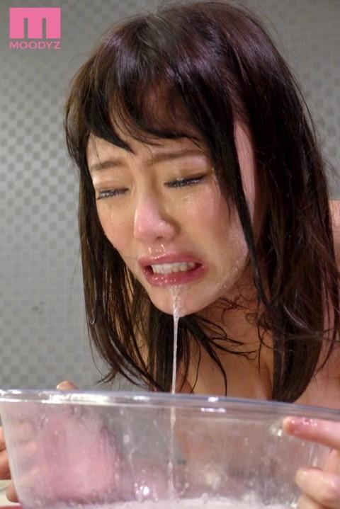 【誰得】102発分のザーメンを飲む女wwwwwwwwwwwwww(画像あり)・6枚目