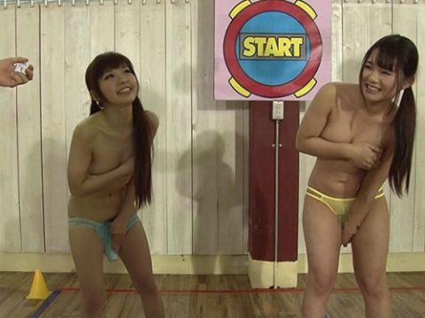 【負けたら中出し】女子2人にバイブ挿したまま「時間よ止まれ!」ゲームした結果・・・(※画像あり)・1枚目