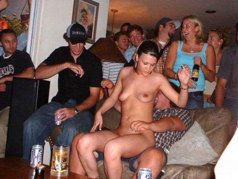 酒の勢いでやらかした女たちがネットに晒されてる(画像27枚)・6枚目