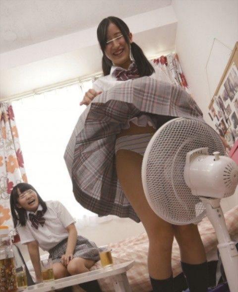 【夏限定】扇風機の前で涼む女の子たち・・・(22枚)・6枚目