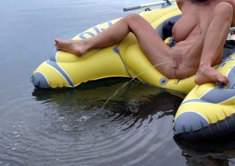 【ドン引き】海やプールでオシッコする女wwwwwwwwwww(画像あり)・8枚目