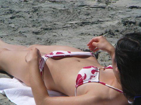 """【画像21枚】夏のビーチの """"隙間職人"""" に気を付けろ!!!!!・12枚目"""