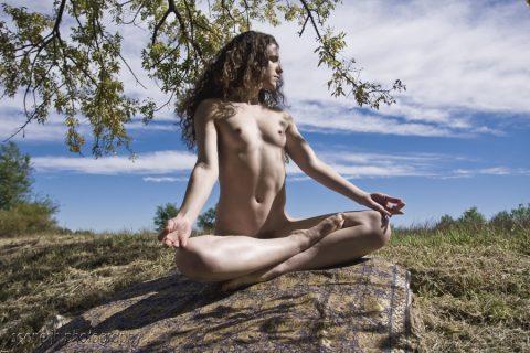 【意識高い系女子】全裸で瞑想してるだけですが何か?(画像23枚)・18枚目