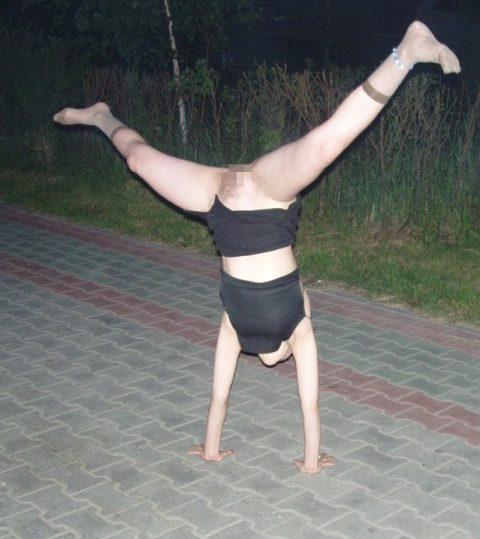 【当たり前体操♬】スカート女子に逆立ちさせたら・・・丸見えwwwwwwwwww(画像20枚)・19枚目