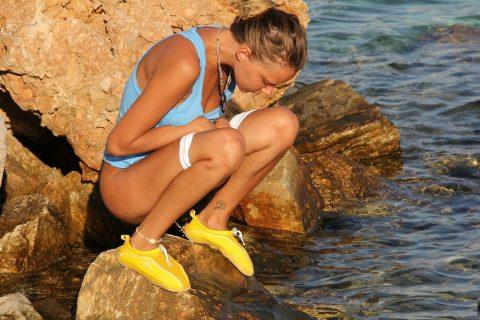 【ドン引き】海やプールでオシッコする女wwwwwwwwwww(画像あり)・22枚目