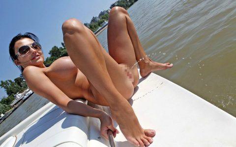 【ドン引き】海やプールでオシッコする女wwwwwwwwwww(画像あり)・26枚目