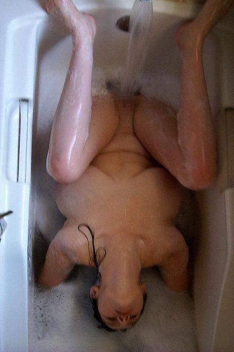【画像25枚】家族に見られたら恥ずかしい風呂場での変態行為wwwwwwwwwwwwwwwww・1枚目
