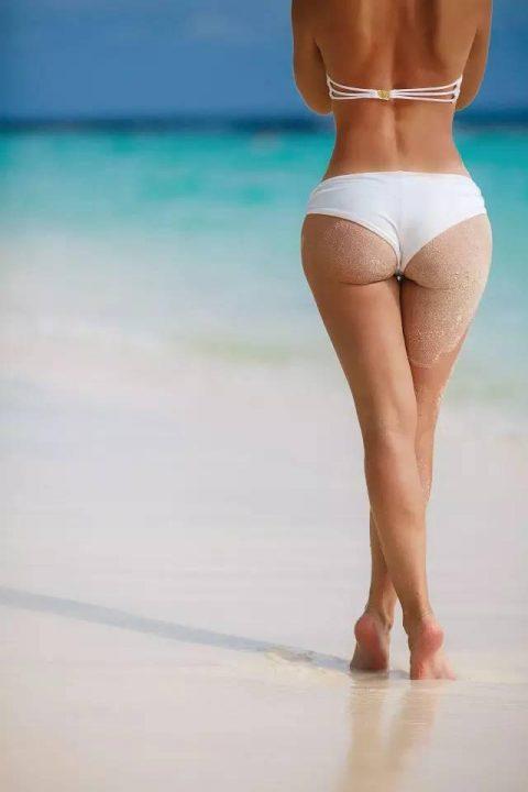 【画像】ビーチで砂まみれになったお尻を見ながら過行く夏を惜しむスレ・・・(28枚)・7枚目