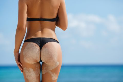 【画像】ビーチで砂まみれになったお尻を見ながら過行く夏を惜しむスレ・・・(28枚)・8枚目