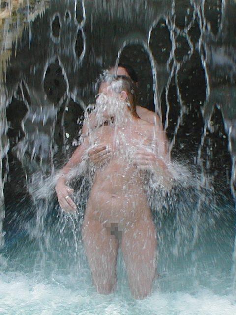 【画像24枚】最近、自然の滝の下に高確率で現れるという「全裸de滝行女子」をご覧くださいwwwwwwwwwwwww・8枚目