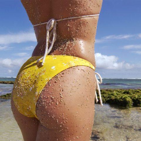 【画像】ビーチで砂まみれになったお尻を見ながら過行く夏を惜しむスレ・・・(28枚)・11枚目