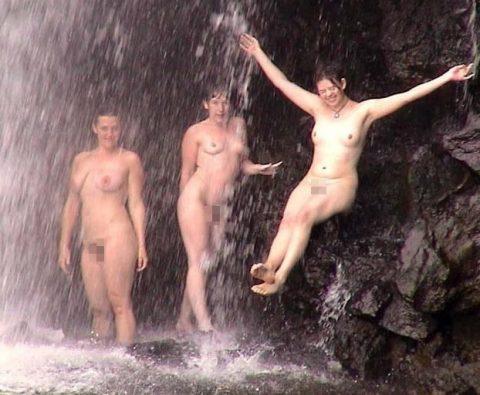 【画像24枚】最近、自然の滝の下に高確率で現れるという「全裸de滝行女子」をご覧くださいwwwwwwwwwwwww・12枚目