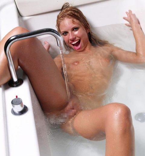 【画像25枚】家族に見られたら恥ずかしい風呂場での変態行為wwwwwwwwwwwwwwwww・14枚目