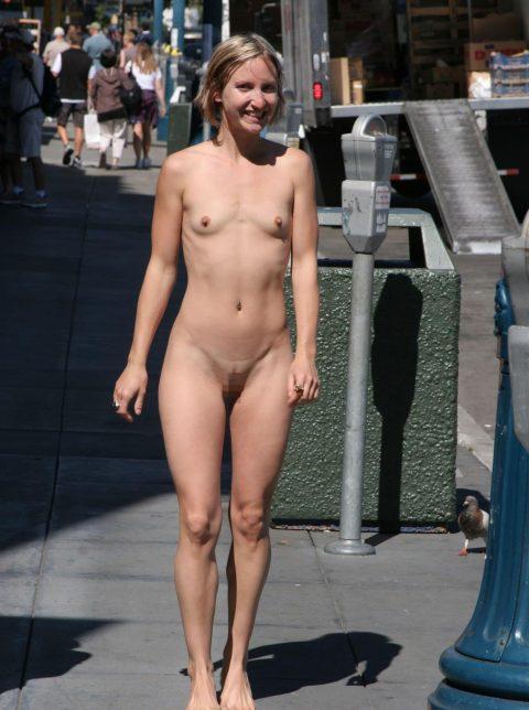 【幸運】海外でたまに出くわすという裸族の美女たちwwwwwwwwwwwwww(画像27枚)・1枚目