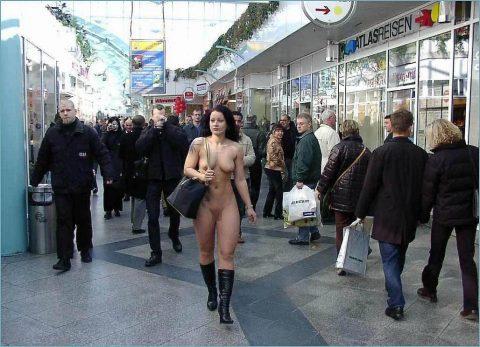 【幸運】海外でたまに出くわすという裸族の美女たちwwwwwwwwwwwwww(画像27枚)・19枚目