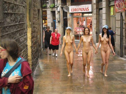 【幸運】海外でたまに出くわすという裸族の美女たちwwwwwwwwwwwwww(画像27枚)・2枚目