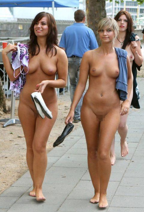 【幸運】海外でたまに出くわすという裸族の美女たちwwwwwwwwwwwwww(画像27枚)・22枚目