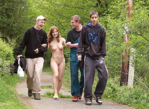 【幸運】海外でたまに出くわすという裸族の美女たちwwwwwwwwwwwwww(画像27枚)・23枚目