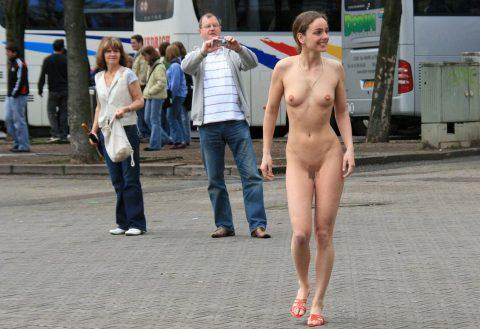 【幸運】海外でたまに出くわすという裸族の美女たちwwwwwwwwwwwwww(画像27枚)・25枚目