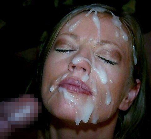 【顔射】ザーメンで洗顔できるくらい大量にブッカケられてる画像しか認めないスレ(26枚)・1枚目