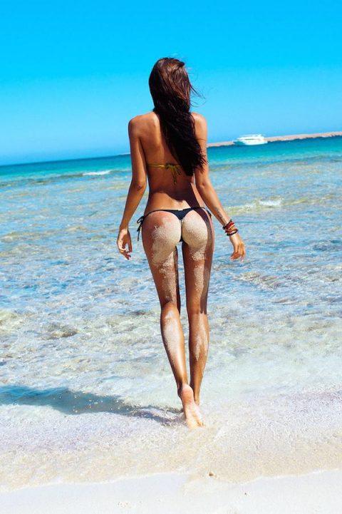 【画像】ビーチで砂まみれになったお尻を見ながら過行く夏を惜しむスレ・・・(28枚)・17枚目