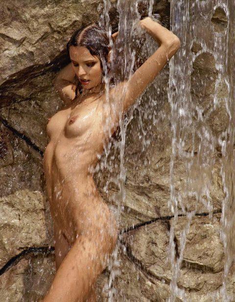 【画像24枚】最近、自然の滝の下に高確率で現れるという「全裸de滝行女子」をご覧くださいwwwwwwwwwwwww・18枚目