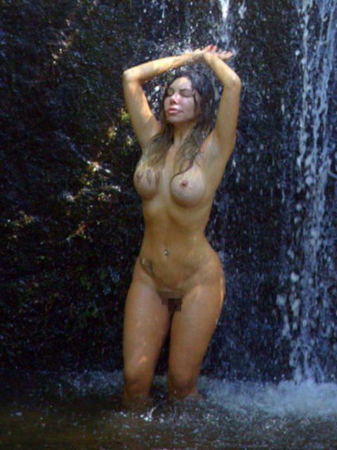 【画像24枚】最近、自然の滝の下に高確率で現れるという「全裸de滝行女子」をご覧くださいwwwwwwwwwwwww・20枚目