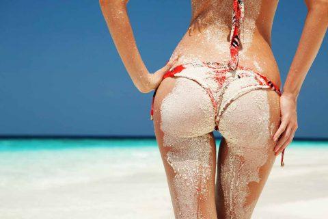 【画像】ビーチで砂まみれになったお尻を見ながら過行く夏を惜しむスレ・・・(28枚)・21枚目