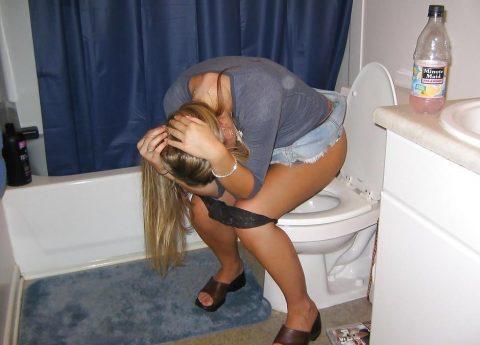 【画像】トイレに突撃された素人女性たちをご覧くださいwwwwwwwwwwwwww・22枚目