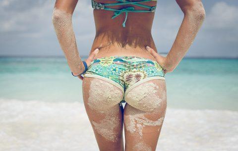 【画像】ビーチで砂まみれになったお尻を見ながら過行く夏を惜しむスレ・・・(28枚)・22枚目