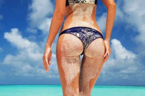 【画像】ビーチで砂まみれになったお尻を見ながら過行く夏を惜しむスレ・・・(28枚)・23枚目