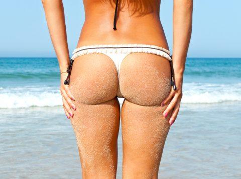 【画像】ビーチで砂まみれになったお尻を見ながら過行く夏を惜しむスレ・・・(28枚)・24枚目