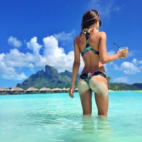 【画像】ビーチで砂まみれになったお尻を見ながら過行く夏を惜しむスレ・・・(28枚)・27枚目