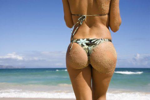 【画像】ビーチで砂まみれになったお尻を見ながら過行く夏を惜しむスレ・・・(28枚)・28枚目